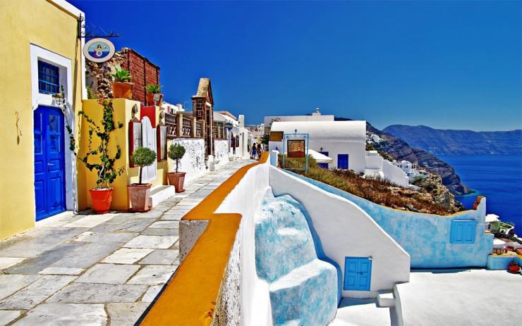 1Top-10-Greek-Towns-Oia4-740x463