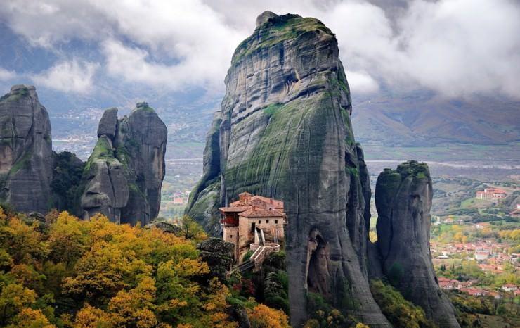 2Top-10-Greek-Towns-Meteora2-740x466