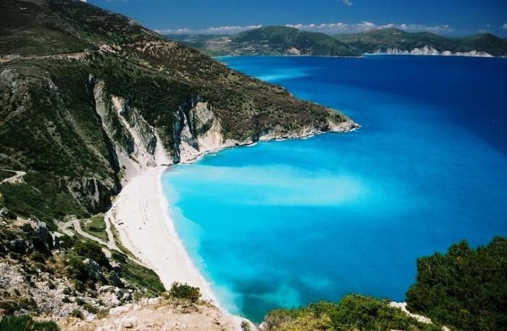 2Top-10-Sunny-Beaches-Myrtos2-740x483