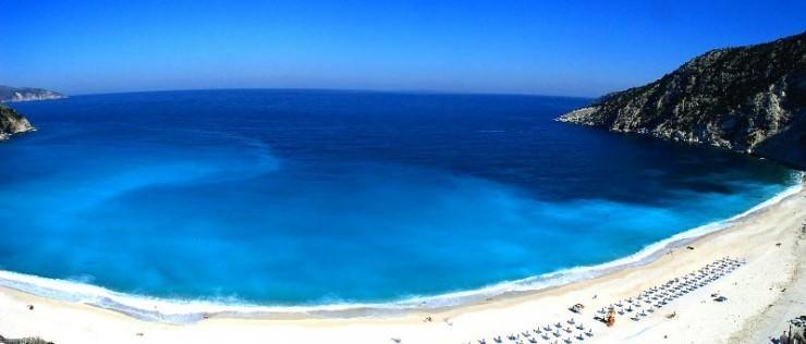 2Top-10-Sunny-Beaches-Myrtos3-740x316