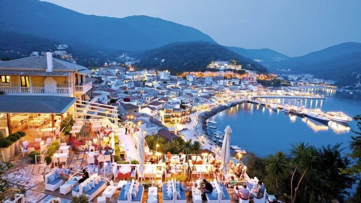 3Top-10-Greek-Towns-Parga-740x417