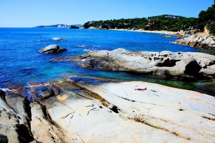8Top-10-Sunny-Beaches-Calonge3-740x492